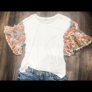 Umgee top with lace sleeves